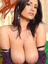 Big.Tits Pics: Sexy brunette babe Sensual Jane shows her big natural tits