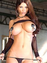Babes Pics: Hot Babes in Action