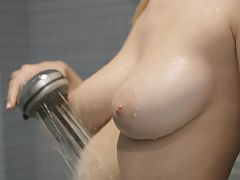 Big breasted blonde Natalia Star gets wet and wild aiming the shower spray at her horny bald pussy to pleasure her twat