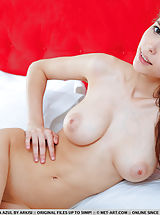 Hard Nipples, Mila Azul