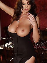 nice tits, Come watch me through the window. I have on an elegant and very tight black dress, but I promise you, I won't be wearing it for long. The plunging neckline should be enough to tease you with while I slither out of the long black skirt...